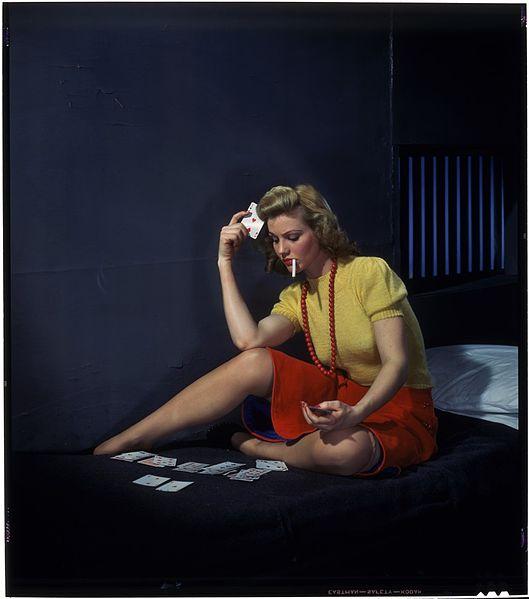 Mulher Jogando Paciência